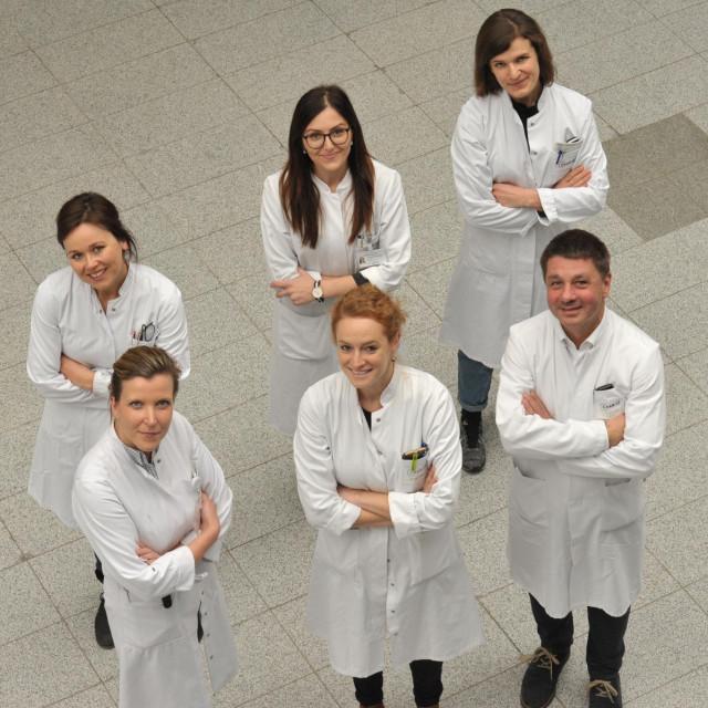Dr. Trampuž s članicama svog tima