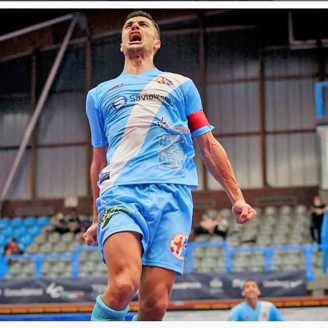 Ante Daničić nakon što je pogodio za 3:2 protiv prvaka Pesara u njegovom domu, postigao svoj treći pogodak u debiju u talijanskoj ligi foto: divisionecalcioa5.it
