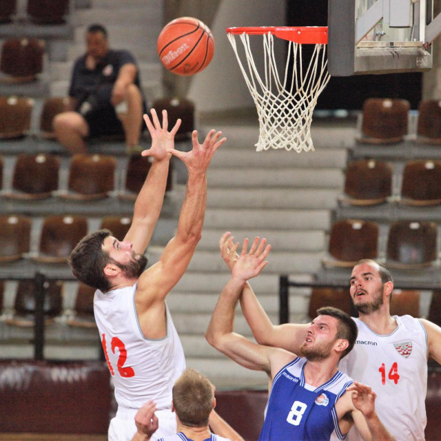 Ivan Vodopija, kapetan Dubrovnika, ostvario je 'double double' protiv Kvarnera (15 koševa i 10 skokova) foto: Tonči Vlašić