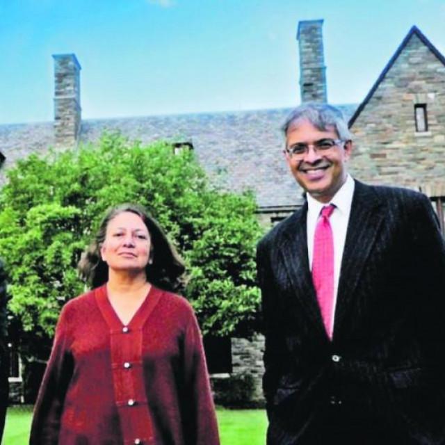 dr. Jay Bhattacharya (desno) sa suradnicima s velikih svjetskih sveučilišta
