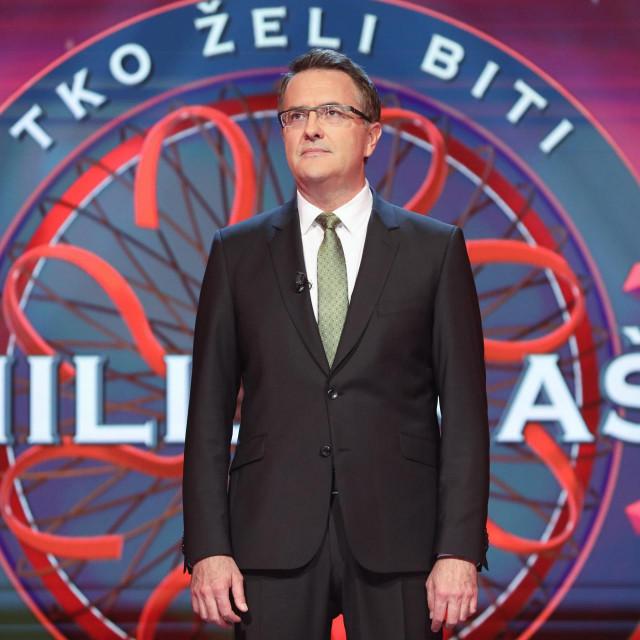 Voditelj Tarik Filipović na setu emisije