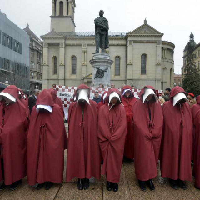 'Sluškinje' preventivno ustaju po svijetu, kao prije dvije godine u Zagrebu za ratifikaciju Istanbulske konvencije<br />