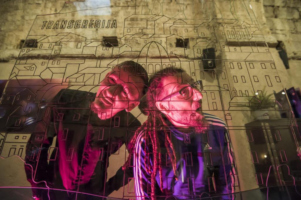<br /> Umjetnička instalacija Transgresija autora Marija Jurasa i Danijela Hrga predstavljena je u klubu Azimut.<br />