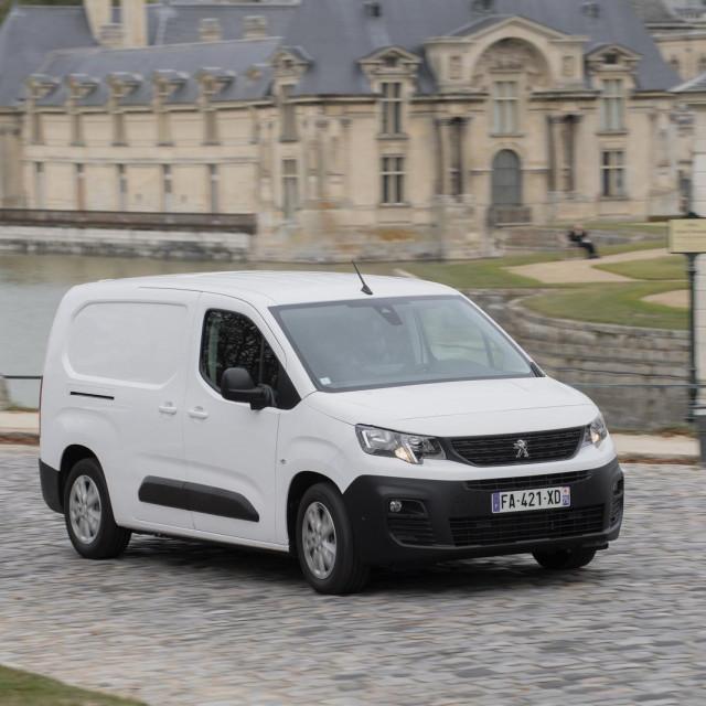 Peugeot laka komercijalna vozila