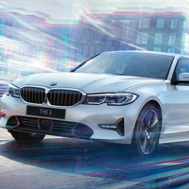 BMW 318d - kao sinonim sportske, obiteljske, a u novoj generaciji i prave poslovne limuzine - u posebnom 'ADVANTAGE' paketu dolazi uz iznimno atraktivnu dnevnu ratu, gratis petogodišnji servisni paket, produljeno jamstvo i osiguranje guma u trajanju od 36 mjeseci.