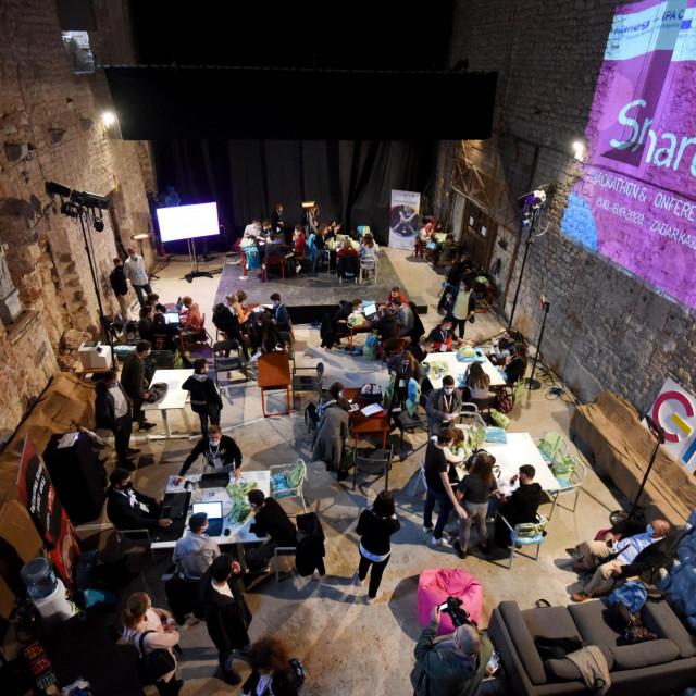 My Smart City hackathon u prostorima crkve sv. Dominika. Rijec je o 24-satnom natjecanju za programere i ostale motivirane pojedince ili grupe koji zele realizirati nova kreativna rjesenja na temu pametnog grada.<br />