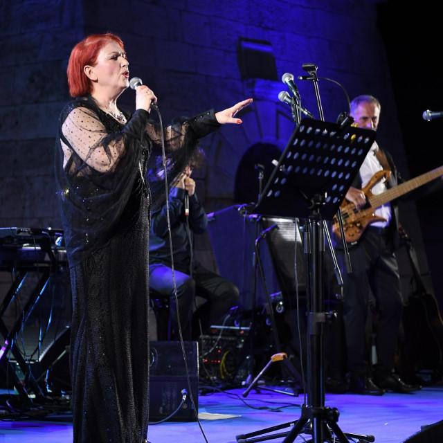 Zorica Kondža nastupa na Kačićevu trgu<br />