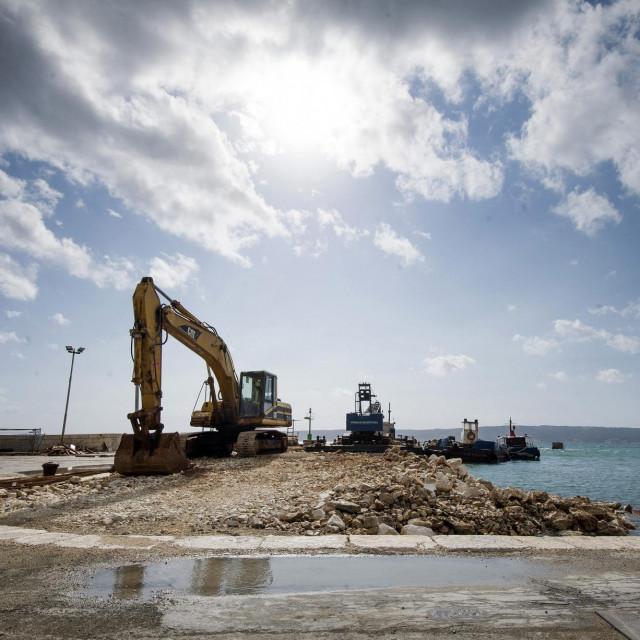 U tijeku su podmorski radovi na postavljanju pontona