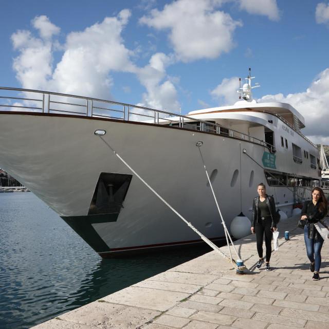 """Mini kruzer Adriatic Sun je """"deluxe superior"""" kategorije iz flote Katarina line-a"""
