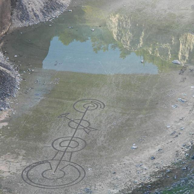 Neobični znakovi na dnu Modrog jezera