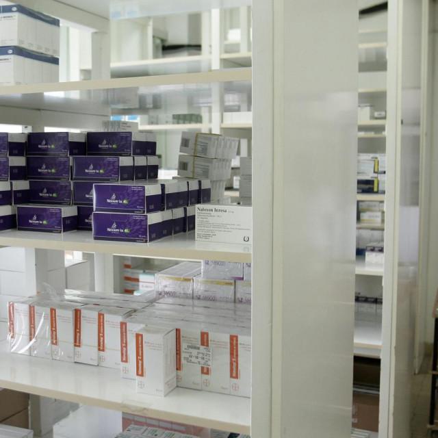 Split, 160812<br /> Police i frizideri s lijekovima dobro su popunjeni u ljekarni KBC-a Split.<br />
