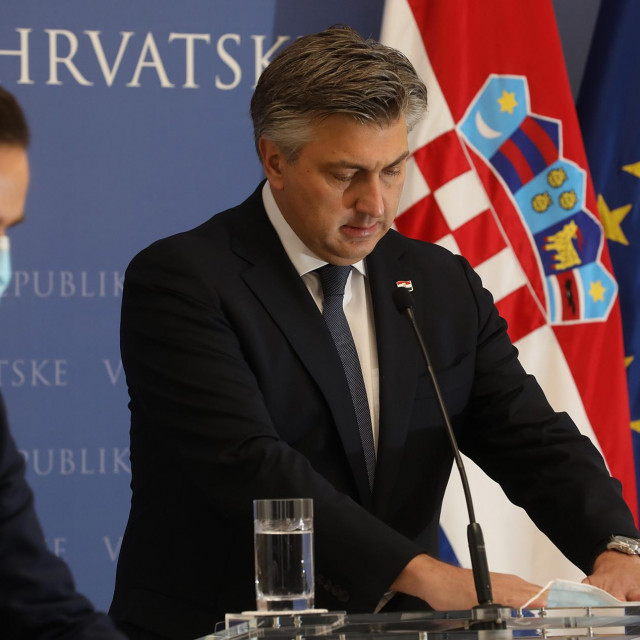 Premijer Andrej Plenković i ministar Josip Aladrović na današnjoj presici uoči predstavljanja novog paketa mjera Vlade