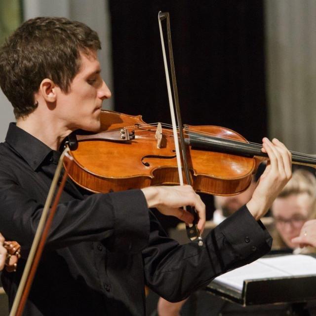Jesenji glazbeni moskar<br /> violist Šimun Končić