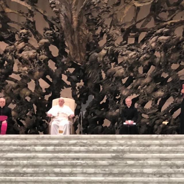 Delegacija iz Biograda na audijenciji u Vatikanu kod pape Franje