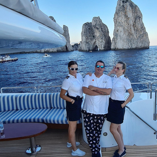 Etto Perica s ljepšim dijelom posade na luksuznoj jahti