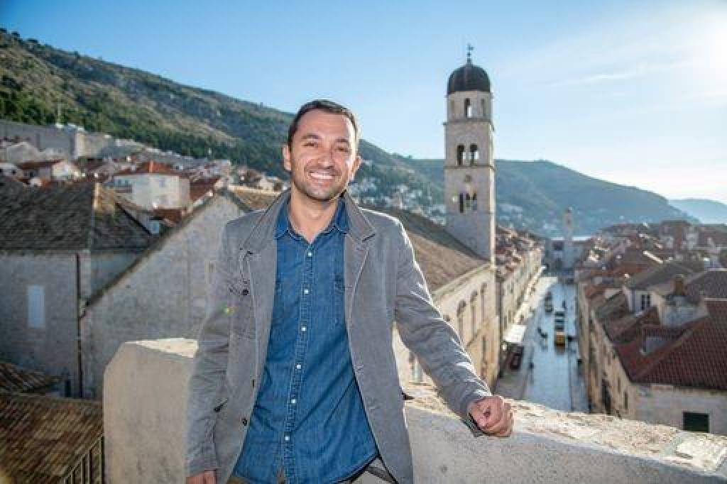 Toni Kursar profesionalni je muzičar i član Maloga vijeća Društva prijatelja dubrovačke starine