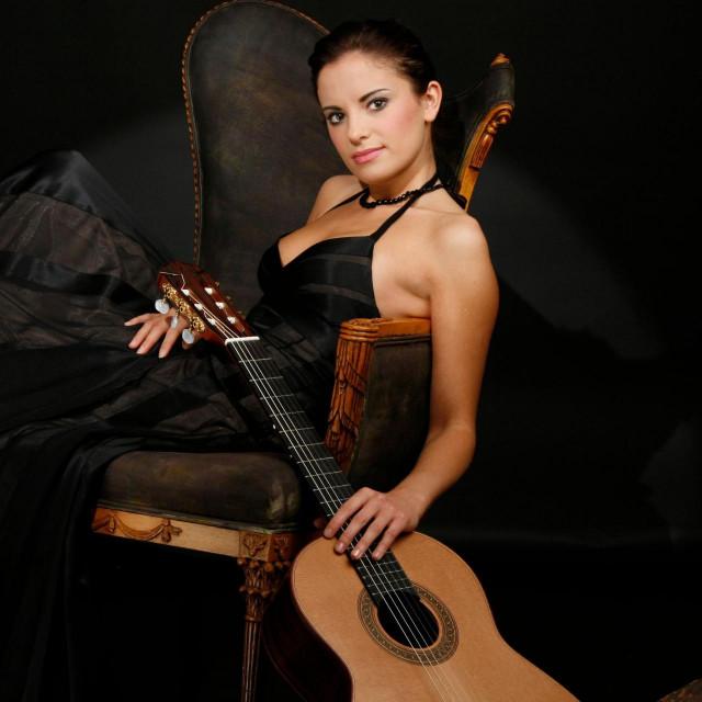 1 Ana Vidović, glazbenica kojoj se prišiva, a i dobro joj stoji, etiketa jedne od najboljih gitaristica svijeta<br /> Dani klasične gitare