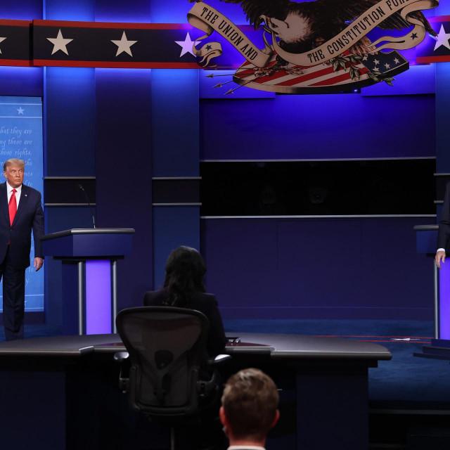 Kandidati za Bijelu kuću sa suprugama uoči emisije - tako je, eto, riješena i 'enigma' o nepojavljivanju Melanije Trump u javnosti posljednjih dana
