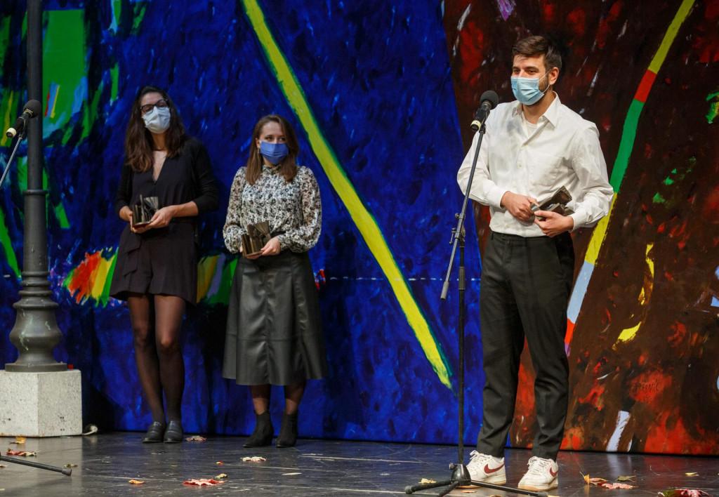 Početak 30. Marulićevih dana izgledao je potpuno novonormalno, Dino Pešut, Katja Grcić i Mateja Posedi primili su nagrade 'Marin Držić'<br /> <br /> <br />