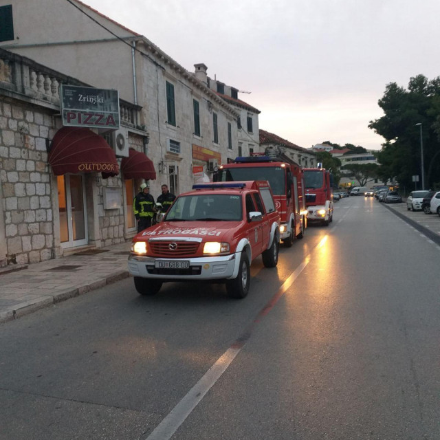 Vatrogasci su intervenirali i ugasili požar u restoranu Zrinski