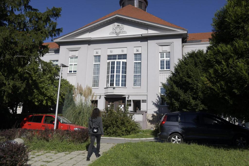 Slobodna Dalmacija Medicinski Fakultet U Zagrebu Prelazi Na Online Nastavu Odgađaju Se I Ispiti Jedino Ce Se Klinicke Vjezbe Provoditi Uzivo Uz Stroge Mjere Opreza