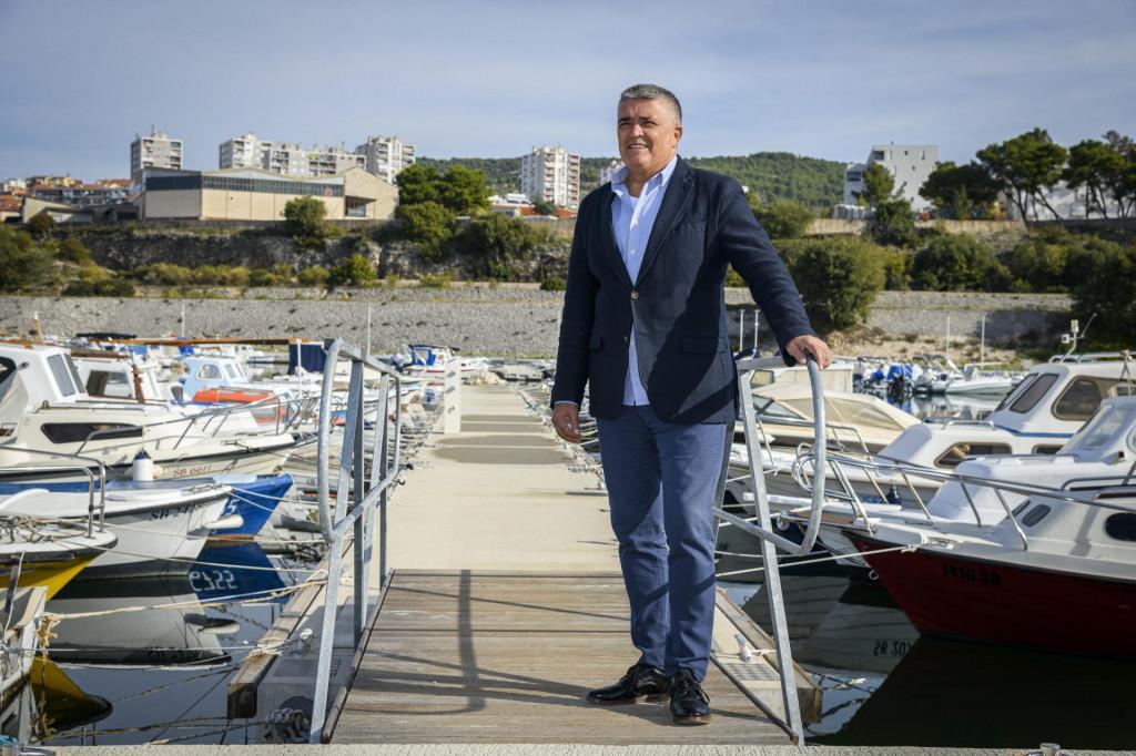 <br /> Željko Dulibić, ravnatelj Županijske lučke uprave u novoj komunalnoj lučici Vrnaža<br />