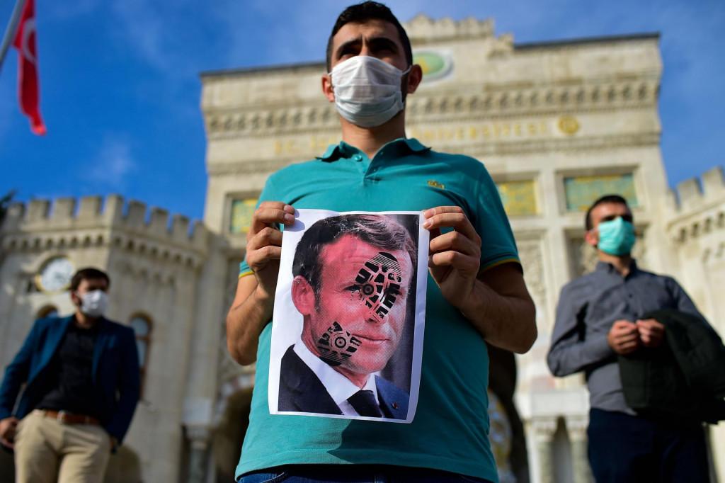 Detalj s prosvjeda protiv francuske politike održanog u nedjelju u Istanbulu