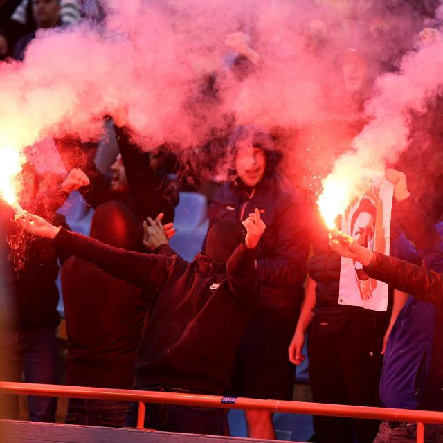 Pritvoreno 16 pripadnika navijačke skupine BBB koji su radili nerede na Šubićevcu