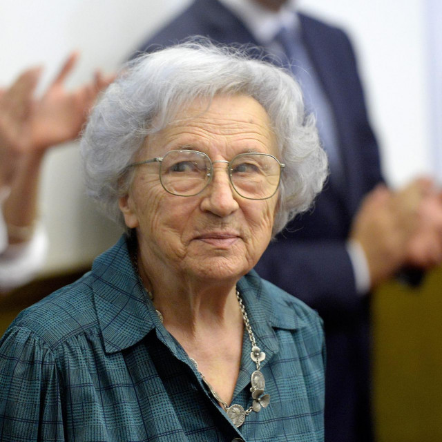 Legendarna Milka Babović 92. rođendan dočekala je u bolnici zaražena koronavirusom, ali čini se da će se poznata novinarka othrvati bolesti