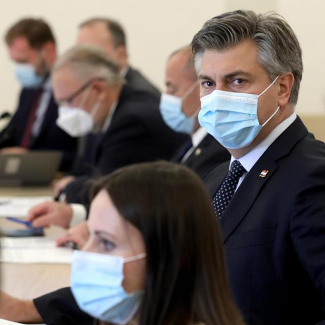 Premijer Plenković na sjednici Vlade pod maskama