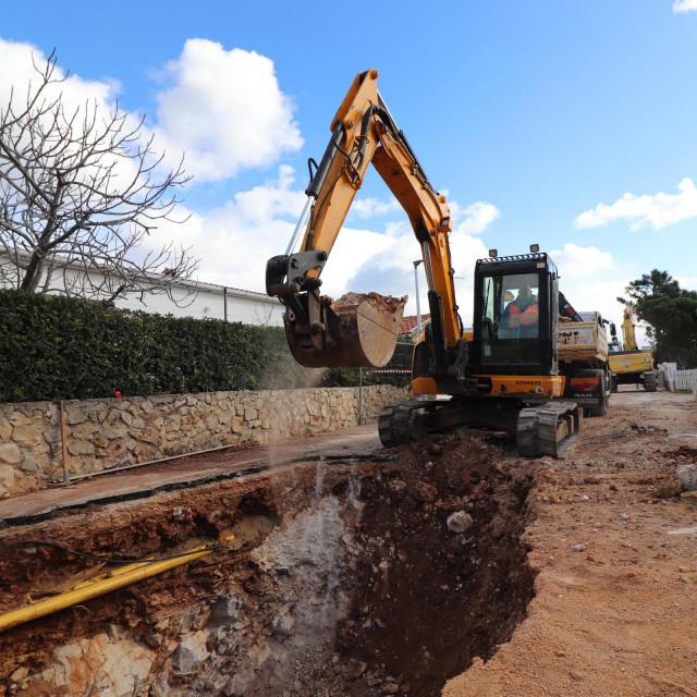 Radovi na vodovodnoj i kanalizacijskoj mreži otoka Vira