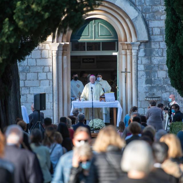 Svetu misu na gradskom groblju Boninovo predvodio je dubrovački biskup mons. Mate Uzinić
