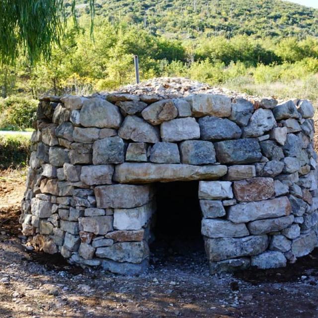 Obnovljena kućerica u Močićima