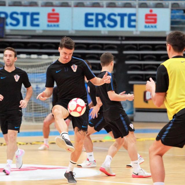 Prvi trening hrvatske malonogometne reprezentacije u dvorani 'Krešimir Ćosić' u Zadru foto: Tonči Vlašić