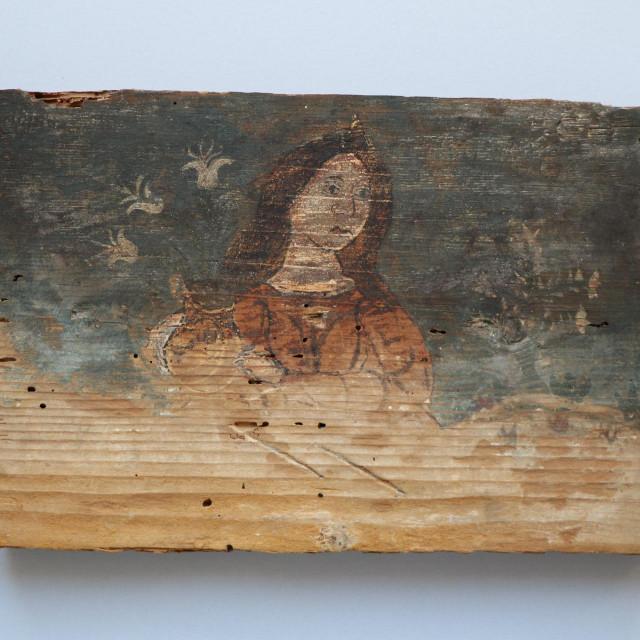 Alegorijski prikazi su u liku žene, odjevene u haljinu, duge raspuštene kose<br />