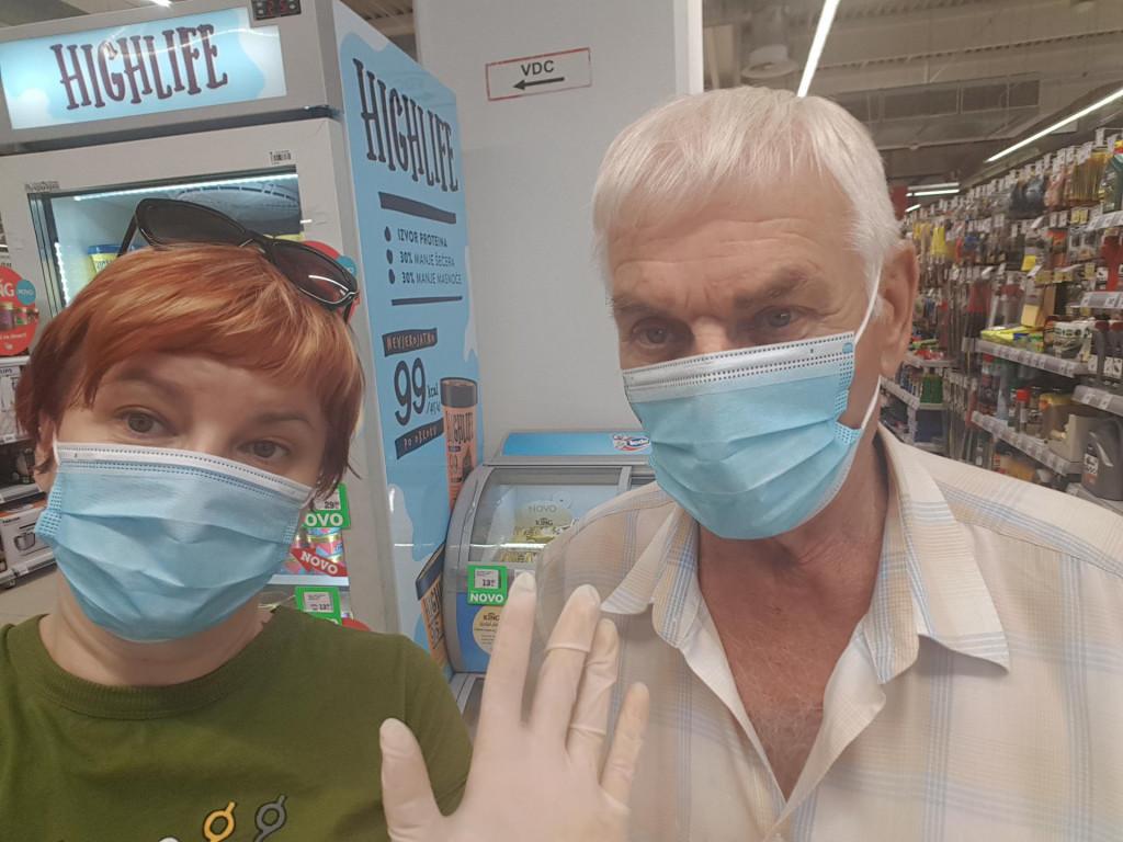 Novinarka i komunikacijska stručnjakinja Dražena Lejo s ocem koji nije razvio simptome, iako je bio inficiran. Majka se jedva izvukla