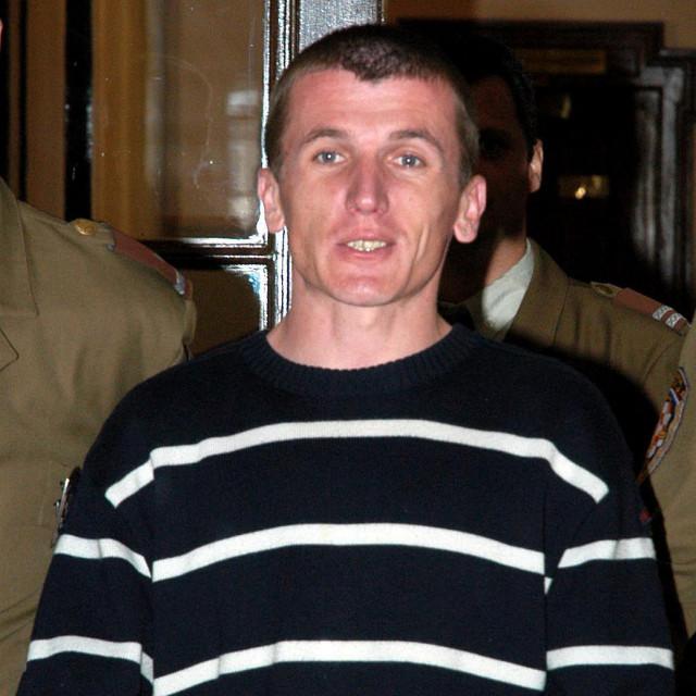 Ćurković pri dovođenju na izricanje presude za ubojstvo 2005.