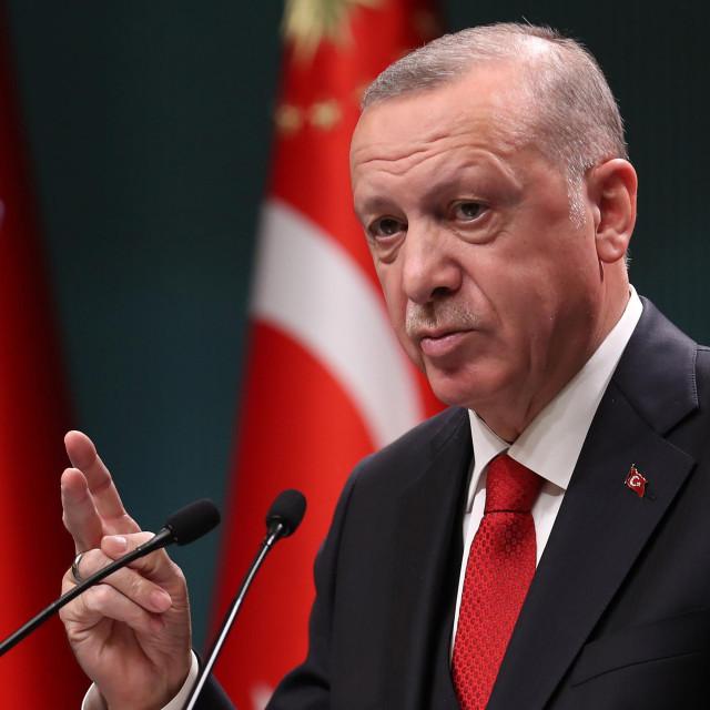 Erdoganu ne smeta progon Ujgura u Kini, ni muslimana u Indiji, ni Rohindža u Mijanmaru. Ne, njemu smeta Europa! U kojoj muslimani uživaju sva prava