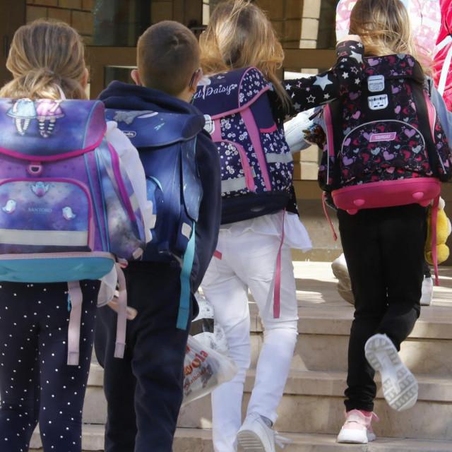 Djeci je bolje u školi nego za računalom kod kuće