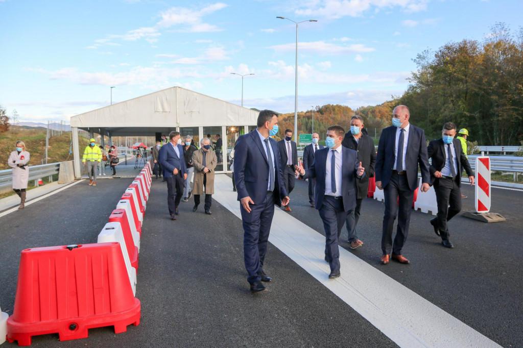 Ministar Butković na otvorenju 12-kilometarskenove dionice punog profila Istarskog ipsilona izmedju Pazina i Cerovlja