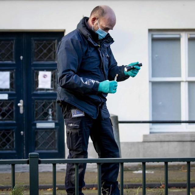 Policajac ispred veleposlanstva