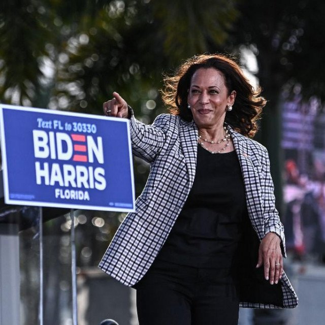 US Democratic vice presidential nominee Kamala Harris arrives to speak at a drive-in rally in Palm Beach State College in West Palm Beach, Florida, on October 31, 2020. (Photo by CHANDAN KHANNA/AFP)