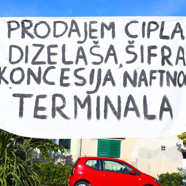 Stanovnici Vranjica, Splita, Solina i Kaštela održali su i prosvjed zbog najave izgradnje naftnog terminala