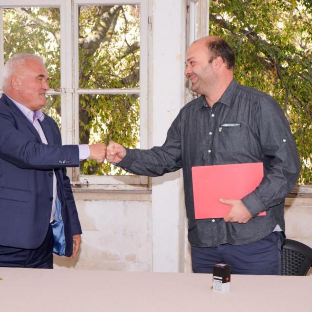 Načelnik Ivan Marijančević (na slici desno) zadovoljan je što je projekt nakon sedam godina napokon zaživio<br />