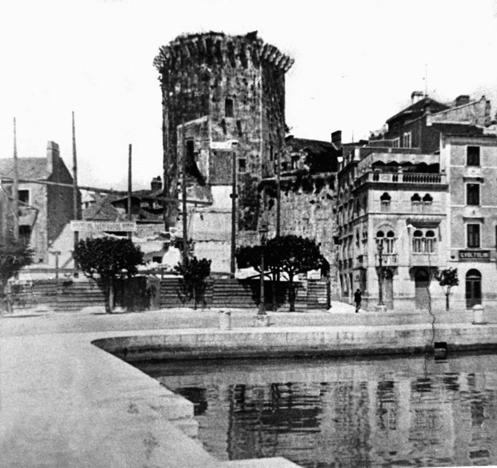 Mlečani su se 1420. obvezali da neće graditi utvrdu pa dogodine počeli s radovima<br />