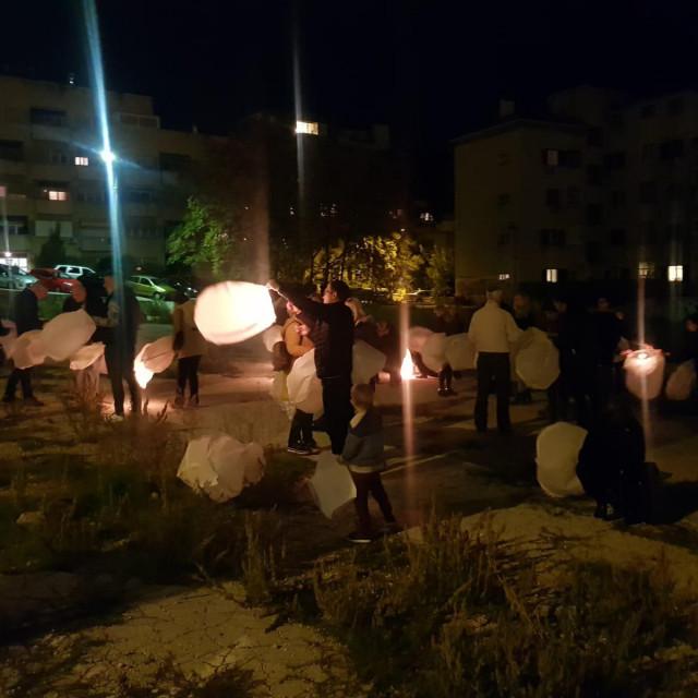 Splitski HSLS-ovci u nebo pustili 86 lampiona za 86 izgubljenih mladosti