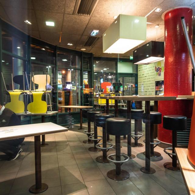 Beogradski kafići i restorani do daljnjeg rade po skraćenom radnom vremenu