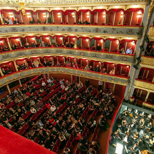 HNK Split lani je Noć kazališta obilježio premijerom Verdijeva 'Rigoletta' i gledalištem koje nije ni najveći pesimisiti ne bi nazvali polupraznim<br />