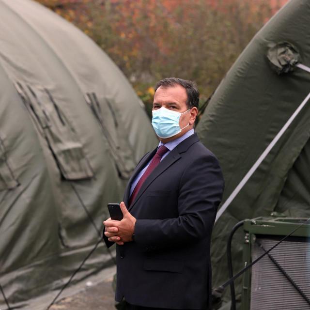 Danas je pozitivan test dobio i prvi Vladin operativac u borbi protiv COVID-a 19, ministar zdravstva <strong>Vili Beroš.</strong>