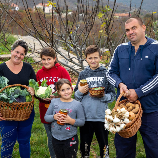 Marijana i Ante Vidić s djecom
